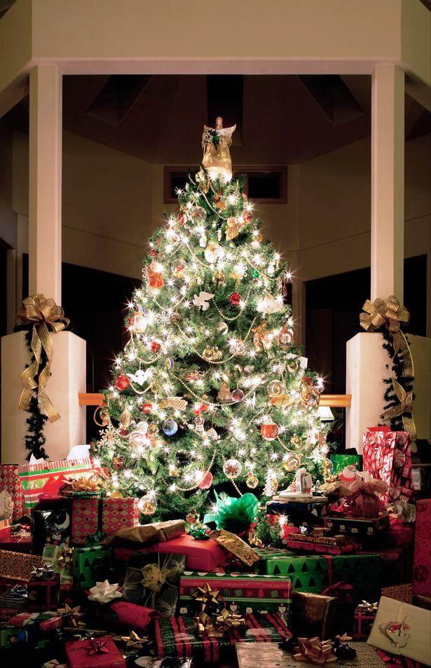 christmas-tree-presents-1